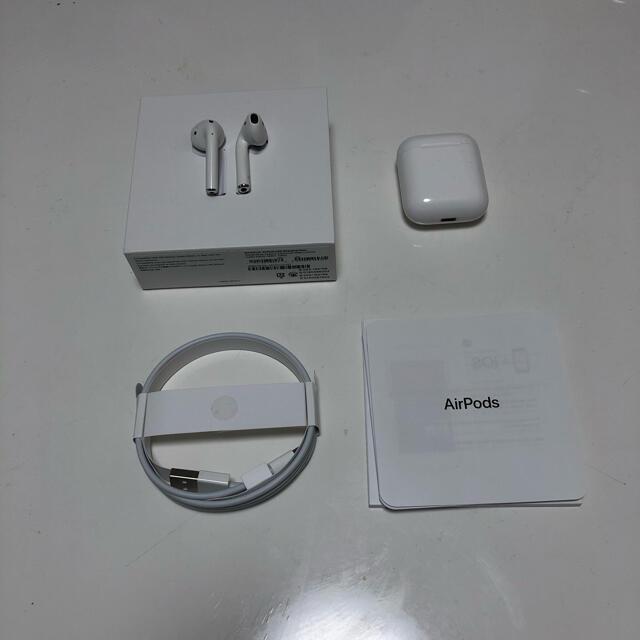 Apple(アップル)のAirpods 第二世代 MV7N2J/A スマホ/家電/カメラのオーディオ機器(ヘッドフォン/イヤフォン)の商品写真