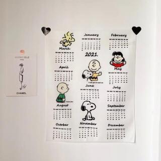 ピーナッツ(PEANUTS)の2021年度版 カレンダー タペストリー スヌーピー ピーナッツ仲間(カレンダー/スケジュール)