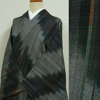 灰色と黒のぼかし織りに縦縞 紬調(着物)