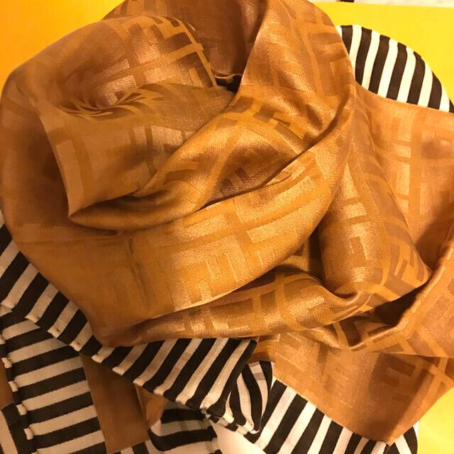 FENDI(フェンディ)の未使用フェンディ ハンカチスカーフシルク混   ブラウンゴールド shining レディースのファッション小物(ハンカチ)の商品写真