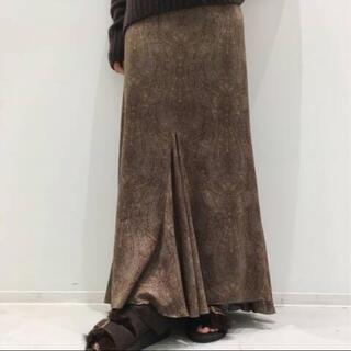 アパルトモンドゥーズィエムクラス(L'Appartement DEUXIEME CLASSE)の新品、未使用アパルトモンクチュールドアダムペイズリープリントスカート(ロングスカート)