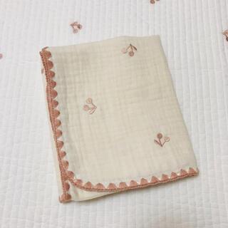 ピンクさくらんぼ刺繍  3重ガーゼケット 韓国イブル 70×90