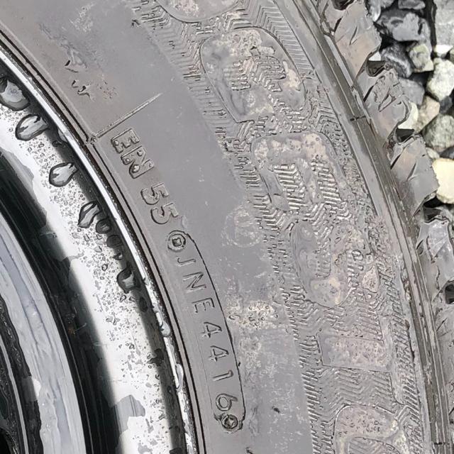 BRIDGESTONE(ブリヂストン)のハイエース スタッドレス 200系 4型 ブリザック ブリジストン 自動車/バイクの自動車(タイヤ・ホイールセット)の商品写真