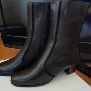 未使用★日本製皮革ショートブーツ22.5 3E 黒(ブーツ)
