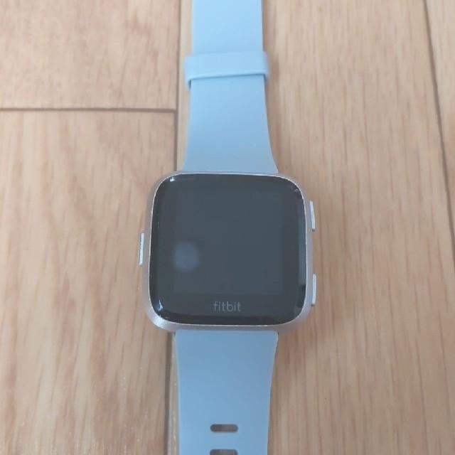 fitfit(フィットフィット)のFitbit Versa スマートウォッチ メンズの時計(腕時計(デジタル))の商品写真