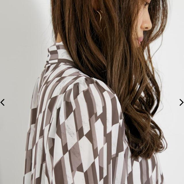 rienda(リエンダ)の新作 rienda ネックリボンパフスリーブTOP レディースのトップス(シャツ/ブラウス(長袖/七分))の商品写真