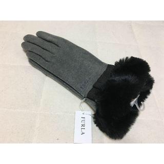 フルラ(Furla)の359新品♪FURLAフルラ♪リボン付きファー手袋グレー(手袋)