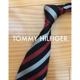 トミーヒルフィガー(TOMMY HILFIGER)の美品 トミーヒルフィガー レッド×ブラックストライプ(ネクタイ)