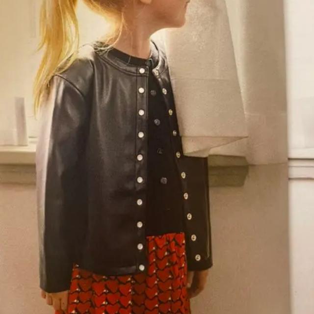 agnes b.(アニエスベー)のアニエスベー アンファン agnesb レザー カーディガン 合皮 革ジャン 黒 キッズ/ベビー/マタニティのキッズ服男の子用(90cm~)(ジャケット/上着)の商品写真
