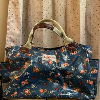 キャスキッドソン(Cath Kidston)のキャスキッドソン 花と小鳥柄ハンドバッグ 青 ブルー(ハンドバッグ)