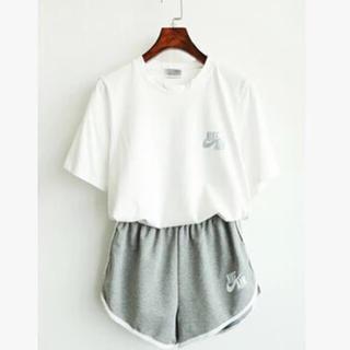 ナイキ(NIKE)の2点nike air(Tシャツ+パンツ)(Tシャツ(半袖/袖なし))