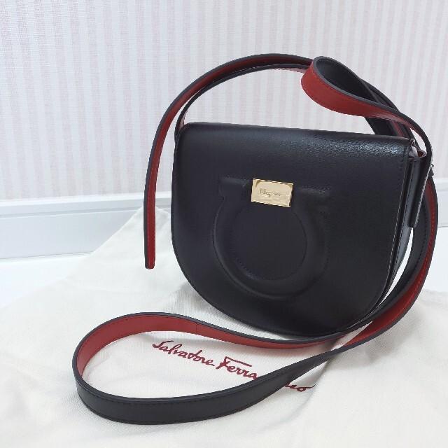 Salvatore Ferragamo(サルヴァトーレフェラガモ)のサルヴァトーレフェラガモ ショルダーバッグ ガンチーニ ポシェット 新品同様 レディースのバッグ(ショルダーバッグ)の商品写真