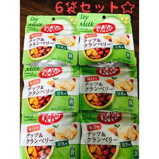 ネスレ(Nestle)の6袋セット☆キットカット ナッツ&クランベリー豆乳味(菓子/デザート)