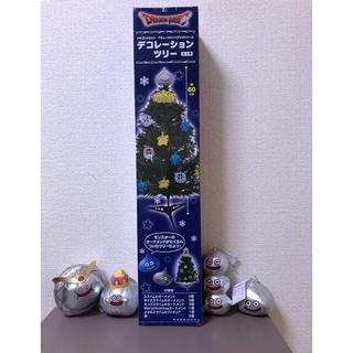 SQUARE ENIX - ドラクエ クリスマスツリー ちいさなぬいぐるみオーナメント付き メタルスライム他