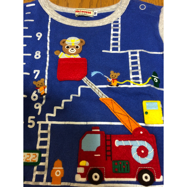mikihouse(ミキハウス)のミキハウス はたらく プッチー  消防車 重ね着風 トレーナー(90)青 キッズ/ベビー/マタニティのキッズ服男の子用(90cm~)(Tシャツ/カットソー)の商品写真