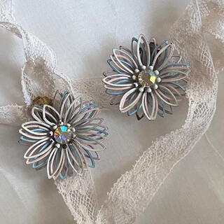 Lochie - flower vintage earrings