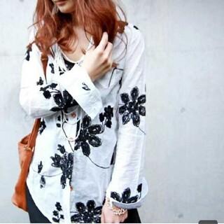 antiqua - アンティカ 花柄刺繍シャツ