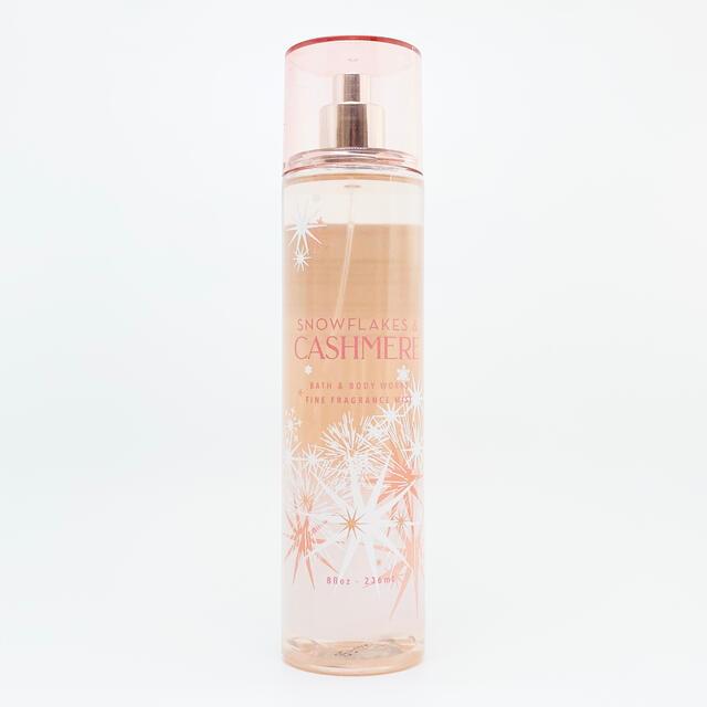 Bath & Body Works(バスアンドボディーワークス)のBBW Snowflakes Cashmere ボディーミスト   コスメ/美容の香水(香水(女性用))の商品写真
