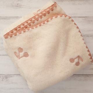 ピンクさくらんぼ刺繍 ボアブランケット 70×90㎝ 韓国イブル