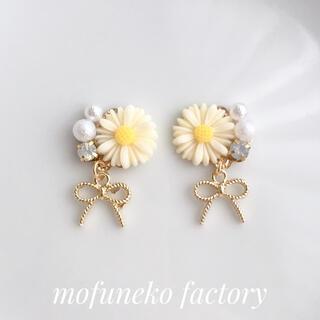 213》マーガレットリボン【ホワイト】ピアスイヤリング ハンドメイド 花 可愛い