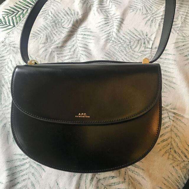 A.P.C(アーペーセー)のAPCハーフムーンショルダーバッグ レディースのバッグ(ショルダーバッグ)の商品写真
