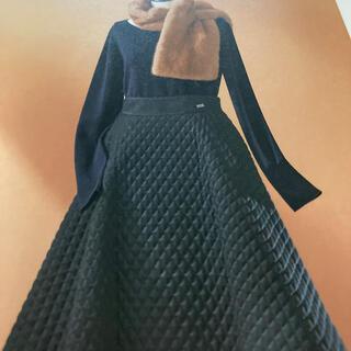 フォクシー(FOXEY)のフォクシー人気キルテンググレーskirt42サイズ(ひざ丈スカート)