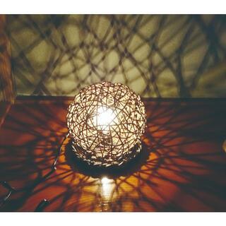 あけびのつるで編んだ球形 白熱電球スタンド