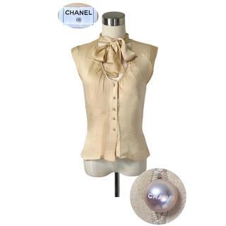 CHANEL - CHANEL ランウェイ ロゴパールボタン お首元スカーフおりぼんシルクシャツ