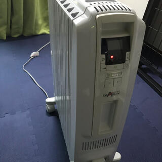 デロンギ(DeLonghi)のデロンギオイルヒーター DeLonghi TDD0915W (オイルヒーター)