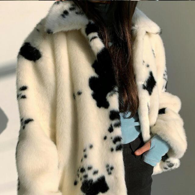 dholic(ディーホリック)の牛柄 ファーコート レディースのジャケット/アウター(毛皮/ファーコート)の商品写真