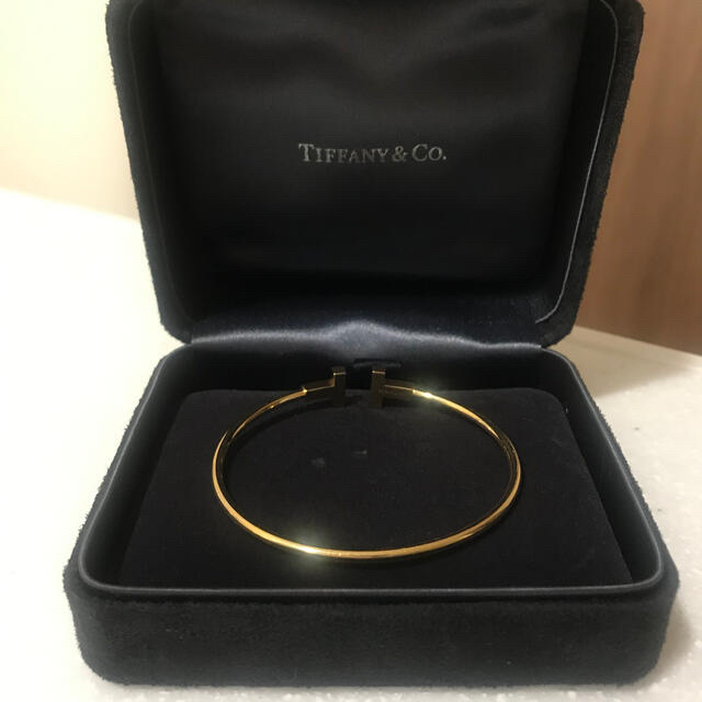 Tiffany & Co.(ティファニー)のティファニー T ワイヤーブレスレット S 18K レディースのアクセサリー(ブレスレット/バングル)の商品写真
