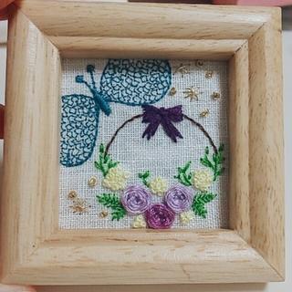ミナペルホネン(mina perhonen)のミナペルホネン chouchoお花の刺繍 壁掛け(アート/写真)