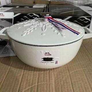 鋳鉄STAUBエナメル鍋 24cm 浮き雕り雪花鍋