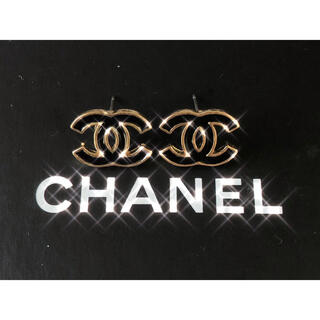 CHANEL - CHANEL PIERCE BLACK × GOLD
