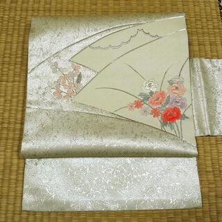 淡いクリーム色に銀糸と扇面草花 名古屋帯(帯)
