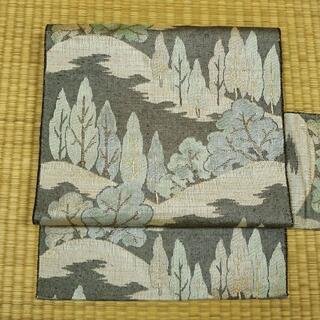 暗い赤茶色と白の織りに山と木 名古屋帯(帯)