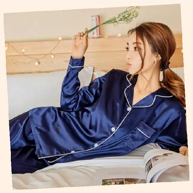 レディース ルームウェア 長袖 パジャマ サテン ネイビー 部屋着 セットアップ レディースのルームウェア/パジャマ(ルームウェア)の商品写真