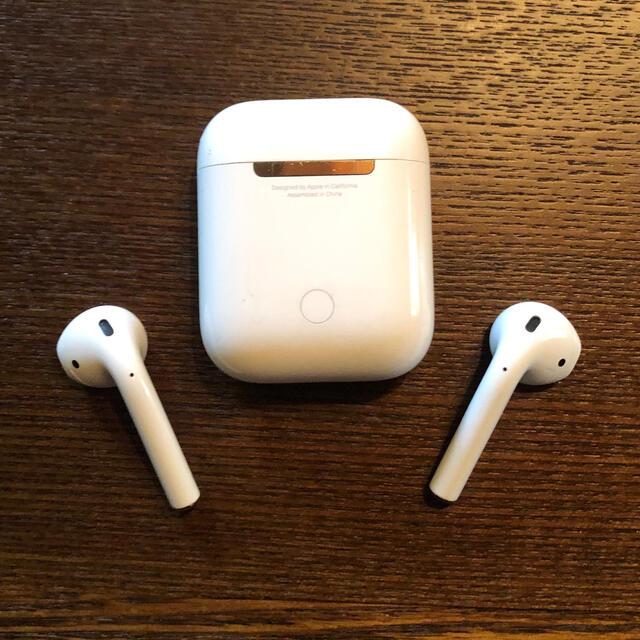 Apple(アップル)の5.Apple AirPods with Charging Case  スマホ/家電/カメラのオーディオ機器(ヘッドフォン/イヤフォン)の商品写真