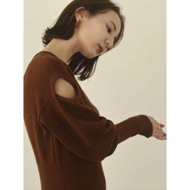 TODAYFUL(トゥデイフル)のlouren ショルダーカットニットワンピース ブラウン レディースのワンピース(ロングワンピース/マキシワンピース)の商品写真