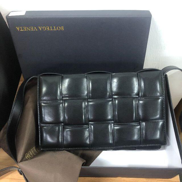 Bottega Veneta(ボッテガヴェネタ)のイントレチャート レザーショルダーバック レディースのバッグ(ショルダーバッグ)の商品写真