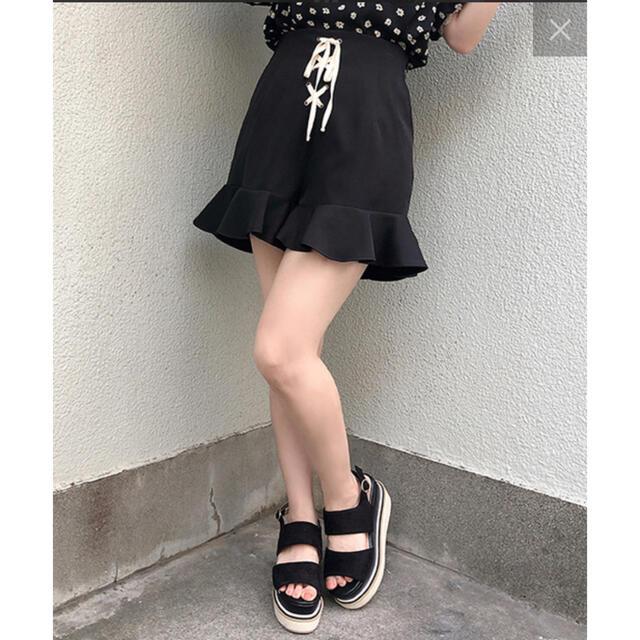 one after another NICE CLAUP(ワンアフターアナザーナイスクラップ)のナイスクラップ NICE CLAUPレースアップフリルショートパンツ黒 レディースのパンツ(ショートパンツ)の商品写真