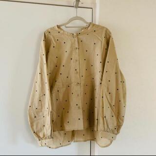 フェリシモ(FELISSIMO)のand myera     シャツ 水玉刺繍   《新品・未使用》(シャツ/ブラウス(長袖/七分))