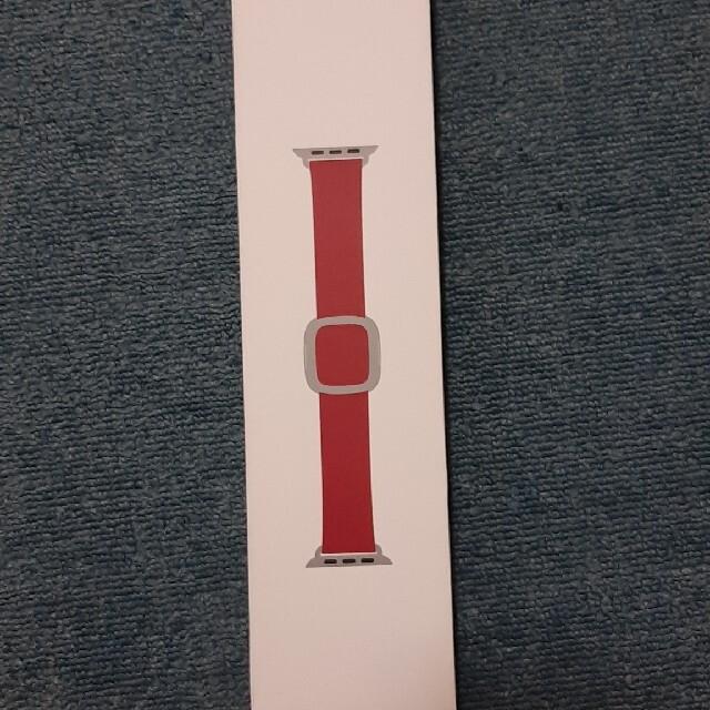 Apple(アップル)のアップルウォッチ モダンバックルバンドred 40mmサイズL定価17380円 スマホ/家電/カメラのスマホ/家電/カメラ その他(その他)の商品写真