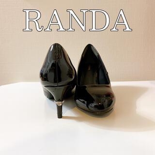 ランダ(RANDA)のRANDA シンプルデザイン 黒 エナメルパンプス キラキラ ストーン(ハイヒール/パンプス)