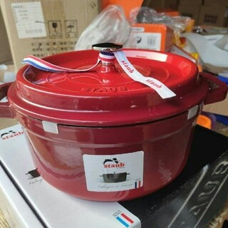 ストウブ(STAUB)の20cm 鋳鉄STAUBエナメル鍋(食器)