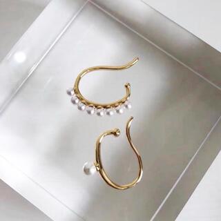 DEUXIEME CLASSE - asymmetry pearl ear cuffs (2 pcs)