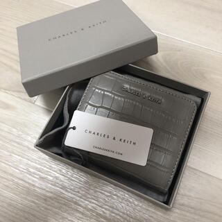 Charles and Keith - CHARLES AND KEITH 折財布 新品