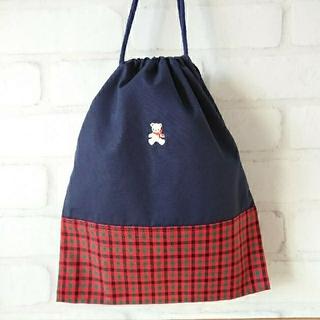 ファミリア(familiar)の【ハンドメイド】リボンくまさんワッペン付給食袋 巾着  入園 入学 通園 通学(外出用品)