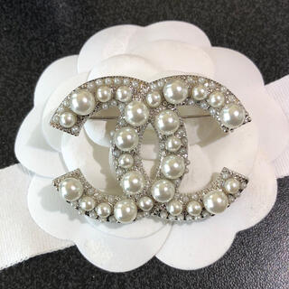 CHANEL - CHANEL BROOCH