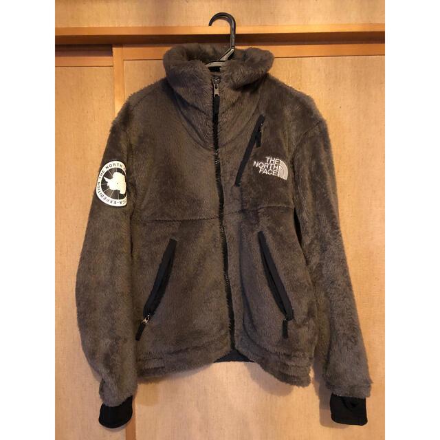 THE NORTH FACE(ザノースフェイス)のアンタークティカ バーサロフトジャケット ワイマラナーブラウン  M メンズのジャケット/アウター(ブルゾン)の商品写真